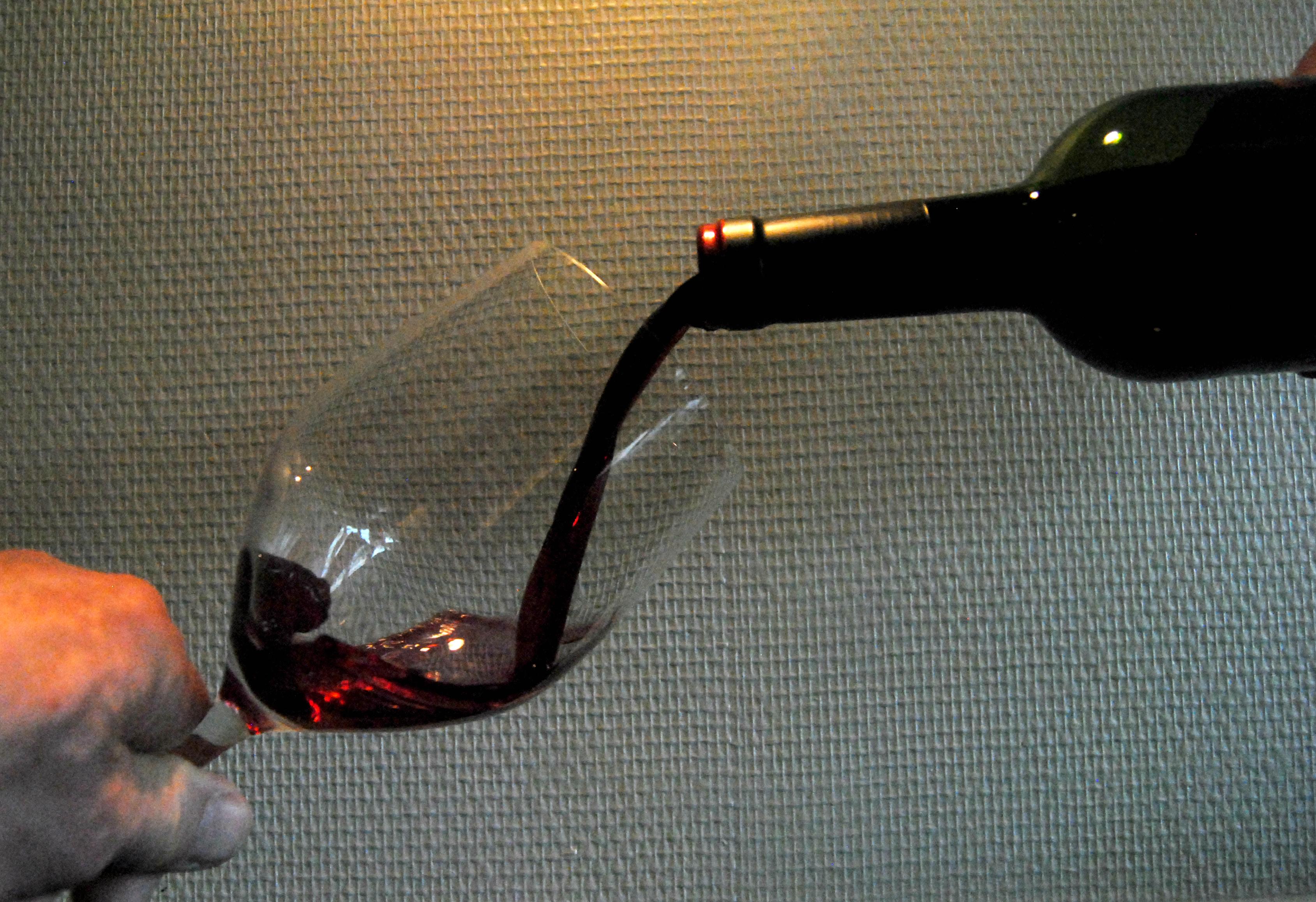 wijn inschenken.jpg